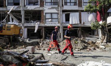 Θρήνος στην Ινδονησία: Πάνω από 1.500 οι νεκροί - Σβήνουν οι ελπίδες για τον εντοπισμό επιζώντων
