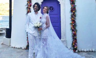 Γάμος Οικονομάκου – Μιχόπουλου: Οι πρώτες εικόνες. Η νύφη έφτασε με σκάφος στην εκκλησία