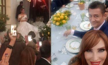 Γάμος Menounos: Η είσοδος των νεόνυμφων στη δεξίωση και η εντυπωσιακή διακόσμηση (φωτο)