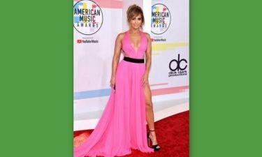 American Music Awards: Να γιατί η JLo σάρωσε και πάλι τα βλέμματα