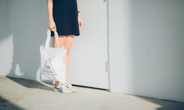 Φτιάξε μια τσάντα για τα ψώνια από το παλιό σου t-shirt