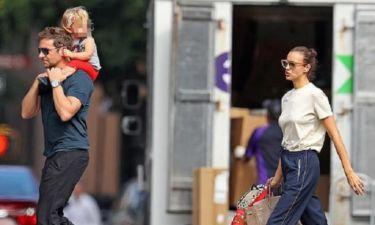 Bradley Cooper: Βόλτα στη ΝΥ με την κόρη στους ώμους