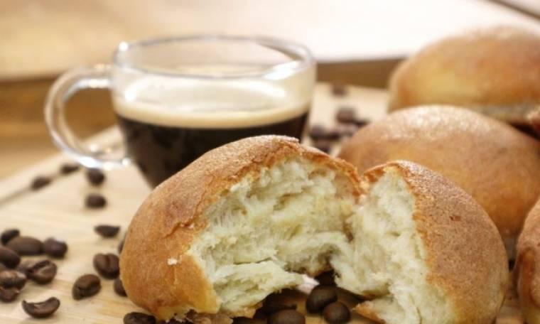Γλυκά ψωμάκια με επικάλυψη καφέ
