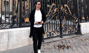 Σάκης Ρουβάς: Tραγουδά στο δρόμο του Παρισιού και η Κάτια Ζυγούλη τον τραβά βίντεο