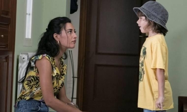 Όσο έχω εσένα: Η Μελίνα έχει να διαχειριστεί τη ζήλεια της, τη χαρά του γιού της με το δώρο...