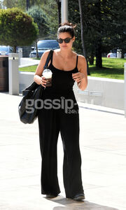 Total black look για την κούκλα Μαρία Κορινθίου!
