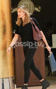 Κάτια Ζυγούλη: Πήγε για ψώνια με total black outfit και χωρίς μακιγιάζ