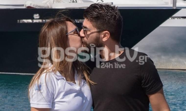 Full in love στις Σπέτσες το νιόπαντρο ζευγάρι