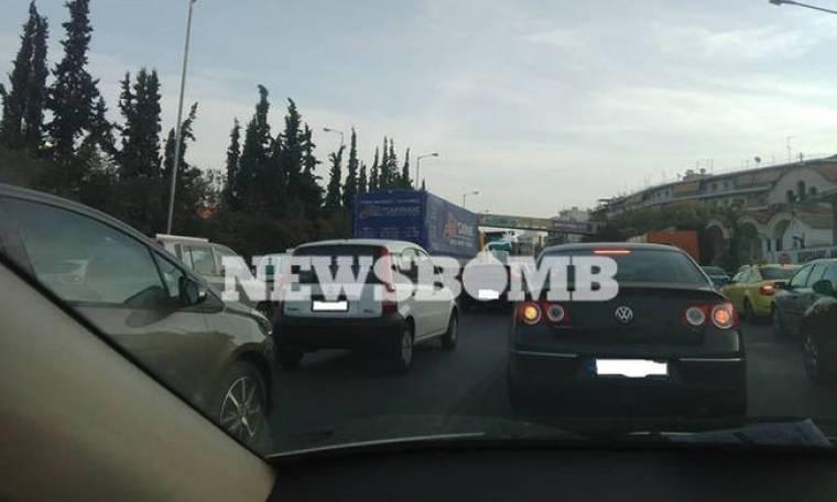 Έρευνα Newsbomb.gr: Γιατί μποτιλιάρει καθημερινά ο Κηφισός
