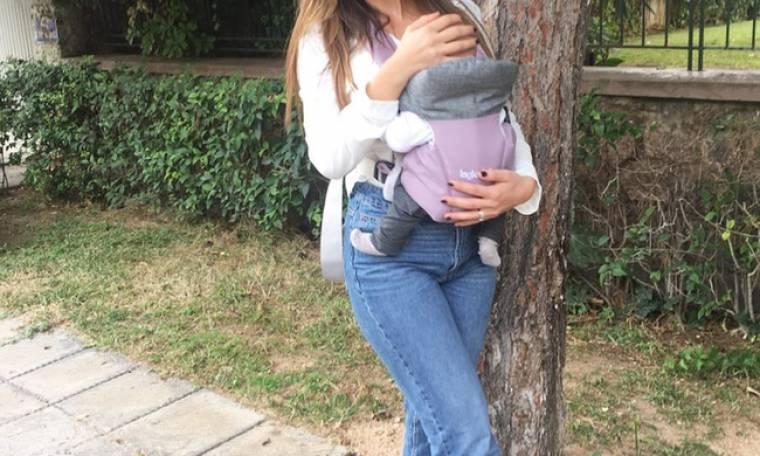 Πρωινή βόλτα με την κόρη της έκανε γνωστή παρουσιάστρια