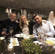 Ελισάβετ Μουτάφη: Δείπνο με τους άντρες της ζωής της με φόντο την Ακρόπολη
