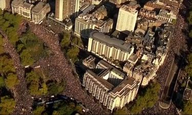 «Χαμός»: Εκατοντάδες χιλιάδες στη μεγαλύτερη διαδήλωση κατά του Brexit που έγινε ποτέ (Pics+Vids)