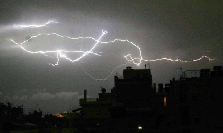 Έκτακτο δελτίο ΕΜΥ: Ο Ορέστης «χτυπά» τη χώρα με βροχές, χαλάζι και πτώση της θερμοκρασίας (pics)
