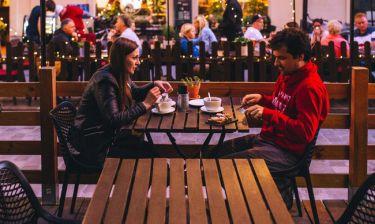 Πρώτο ραντεβού: Τι να συζητήσεις για να αποφύγεις την αμηχανία