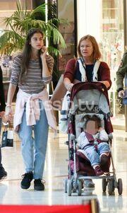Νεφέλη Κουρή: Σπάνια εμφάνιση με την κόρη και την μητέρα της