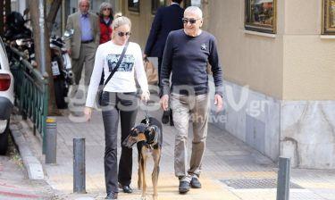 Γιώργος Βογιατζής - Ντιάνα Σκόριτς: Βολτάρουν με τον σκύλο τους στο Κολωνάκι