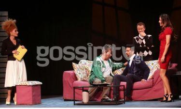 Λαμπερή πρεμιέρα για τη θεατρική παράσταση «Άστρα να πάνε»