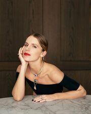 Ευγενία Νιάρχου: Φωτογραφήθηκε με το περιδέραιο της Μαρίας Αντουανέτας για την ισπανική «Vogue»
