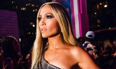 Stop the press: Η Jennifer Lopez ποζάρει χωρίς ρούχα και γίνεται viral