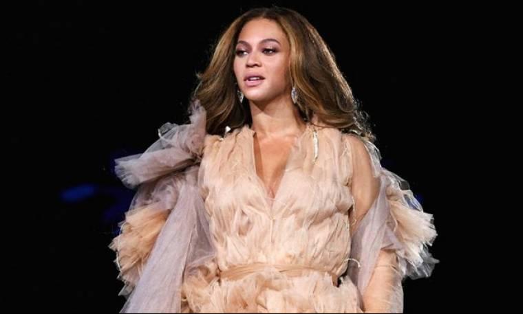 Σε ποια διάσημη τραγουδίστρια μεταμφιέστηκε η Beyoncé απίστευτα επιτυχημένα;