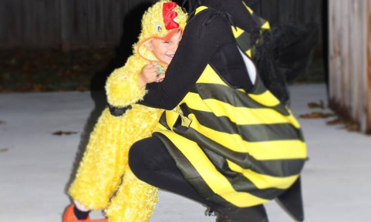 Ελληνίδα παρουσιάστρια γιόρτασε το Halloween με τον γιο της! Φαντάζεστε ποια είναι;