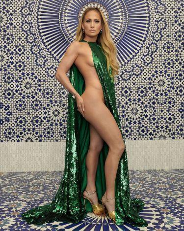 Jennifer Lopez: Φωτογραφήθηκε χωρίς εσώρουχα λίγο πριν γίνει 50 ετών και προκάλεσε εγκεφαλικά