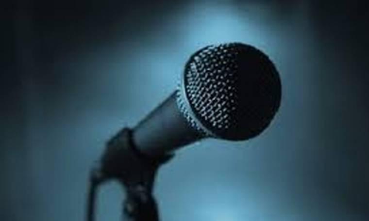 Γνωστός τραγουδιστής ανακοίνωσε σε συναυλία του ότι θα γίνει ξανά μπαμπάς