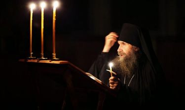 Oι ξενύχτηδες του Θεού - Προσεύχονται κάθε νύχτα για εμάς