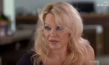 Pamela Anderson: «Εμένα η μαμά μου μού έμαθε να μην πηγαίνω σε ξενοδοχεία με αγνώστους»