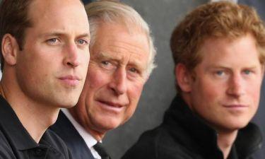 Ο Κάρολος έβαζε τα δύο του παιδιά να μαζεύουν σκουπίδια