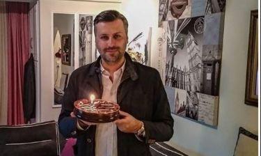 Τα γενέθλια του Γιάννη Καλλιάνου και η αποκάλυψη της ηλικίας του!
