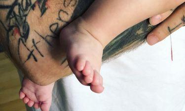 Πέντε μήνες μετά τη γέννα, δημοσίευσε για πρώτη φορά φωτογραφία του γιου της
