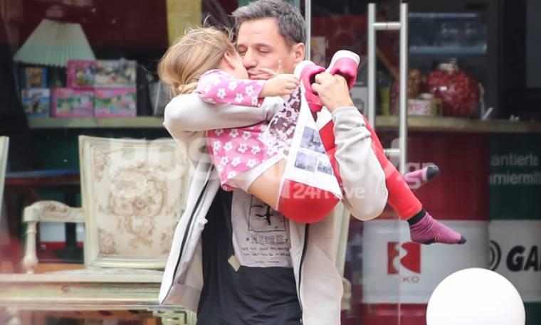 Γρηγόρης Πετράκος: Έτσι όπως δεν τον έχετε ξαναδεί! Αγκαλιές και φίλια με τις κόρες του