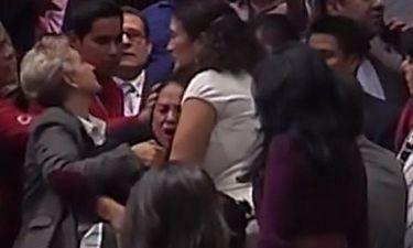 Συγκλονιστικό. Η στιγμή που βουλευτίνα του Μεξικού μαθαίνει ότι σκότωσαν την κόρη της