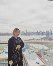 Κατερίνα Παπουτσάκη: Ποζάρει με φουσκωμένη κοιλίτσα στη Νέα Υόρκη