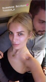 Κατερίνα Καινούργιου: Ποζάρει εντελώς αμακιγιάριστη στην αγκαλιά του συντρόφου της