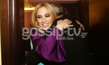 Ντορέττα Παπαδημητρίου: Η απρόσμενη επίσκεψη στο καμαρίνι της, οι αγκαλιές και τα φιλιά!