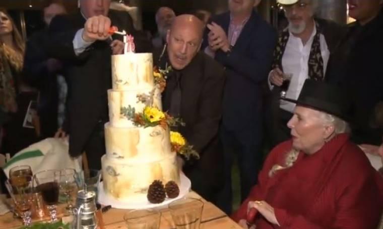 Joni Mitchell: Έγινε 75 χρονών και γιόρτασε με φίλους τα γενέθλιά της