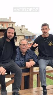 Ηλίας Βρεττός: Οι πρώτες εικόνες από την επίσκεψή του στο Άγιο Όρος!
