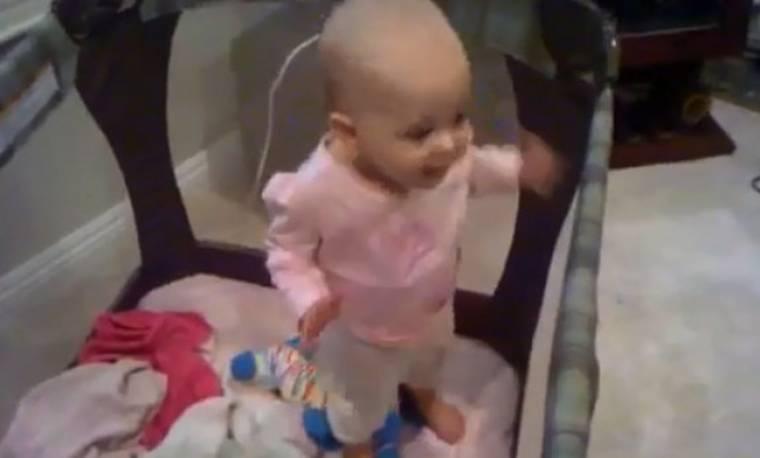 Η μικρή Sienna τρελαίνει τη μαμά της!