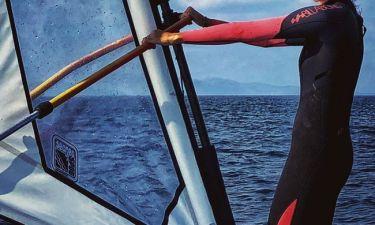 Ελληνίδα τραγουδίστρια πήγε για windsurfing!