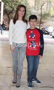 Μαρία Σαράφογλου: Σπάνια έξοδος με τον γιο της στο θέατρο! (Photos)