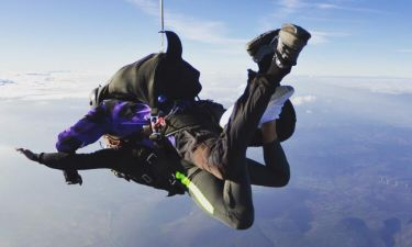 Πρώην παίκτης του Power of Love έκανε πτώση με αλεξίπτωτο από τα 14.000 πόδια!