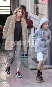 Νίκη Κάρτσωνα: Για ψώνια με τον γιο της Φίλιππο (photos)