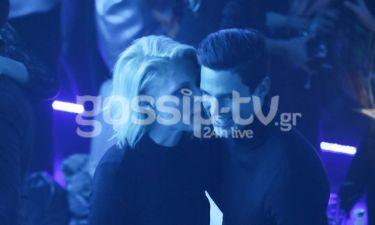 Τρελά ερωτευμένοι! Αγκαλιές και φιλιά σε νυχτερινή τους έξοδο (photos)