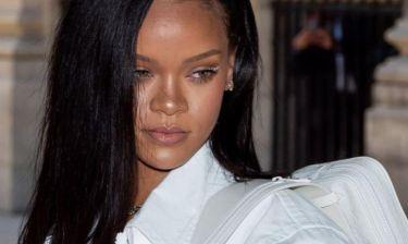 Rihanna: Ποζάρει τόπλες και μας δείχνει τη νέα σειρά εσωρούχων της