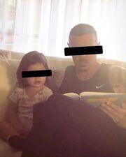 Ο Νίκος Βουρλιώτης διαβάζει παραμύθι στην κόρη του κι «έλιωσε» το instagram