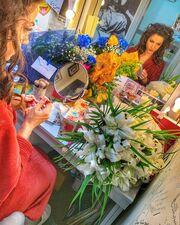 Κατερίνα Γερονικολού: Ένα καμαρίνι γεμάτο από λουλούδια για την γιορτή της