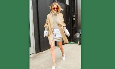 Ο πιο δημοφιλής τρόπος για να φορέσεις το λευκό πουκάμισο αυτόν τον χειμώνα