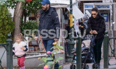 Σίσσυ Φειδά – Γιώργος Ανδρίτσος: Χαλαρή βόλτα με την κόρη τους στην Κηφισιά! (Photos)